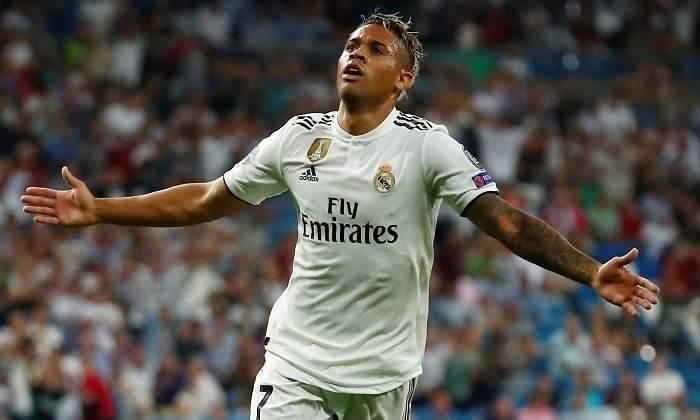 El delantero del Real Madrid Mariano Díaz da positivo por Covid-19
