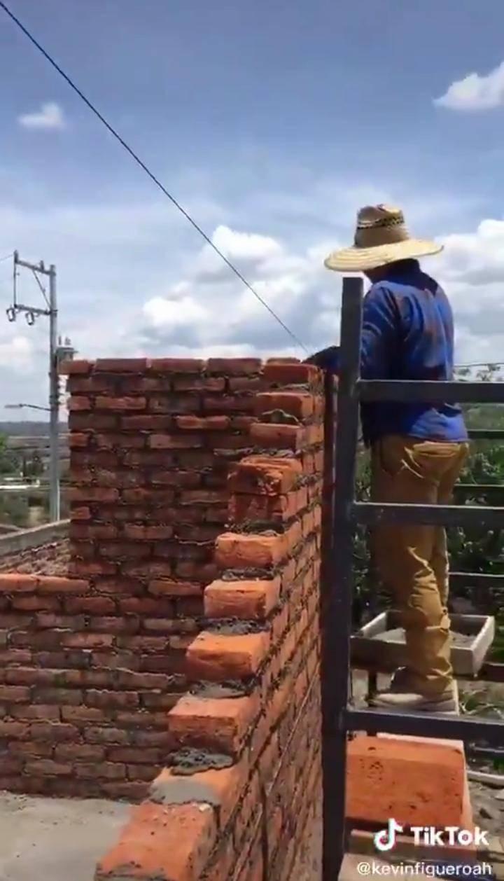 Viral: Albañiles construyen cuarto sin salida