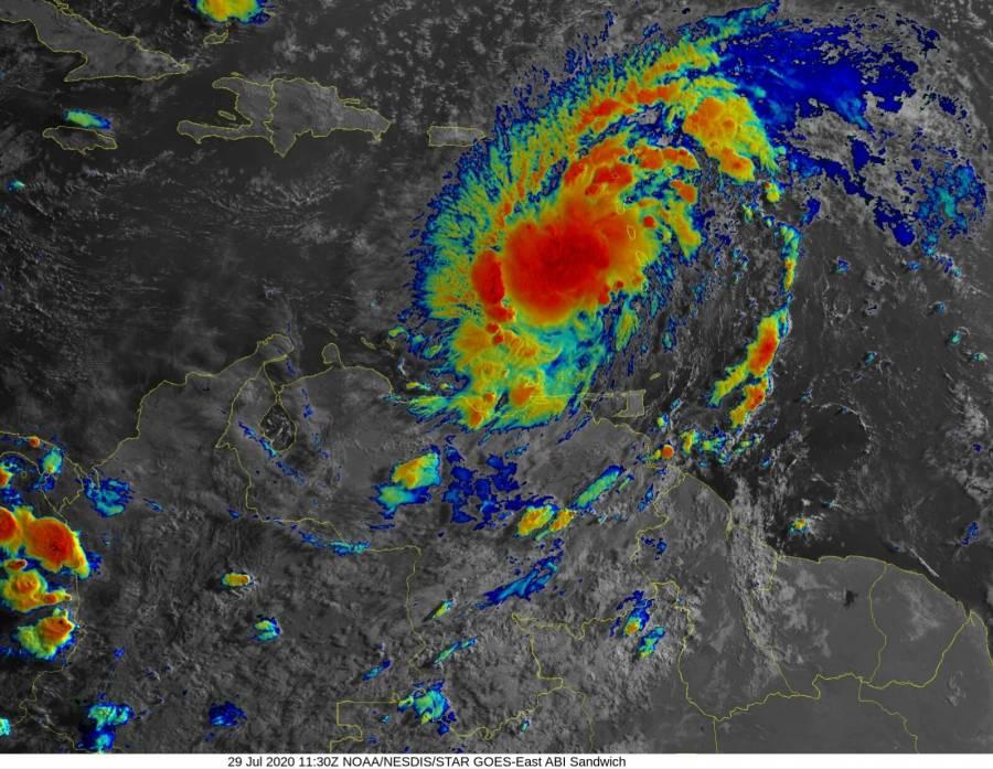 Por paso de ciclón, declaran estado de emergencia en Puerto Rico