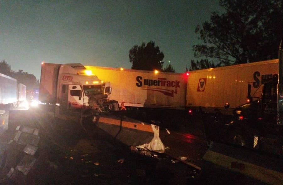 Choque de tráiler provoca cierre de la autopista México-Querétaro