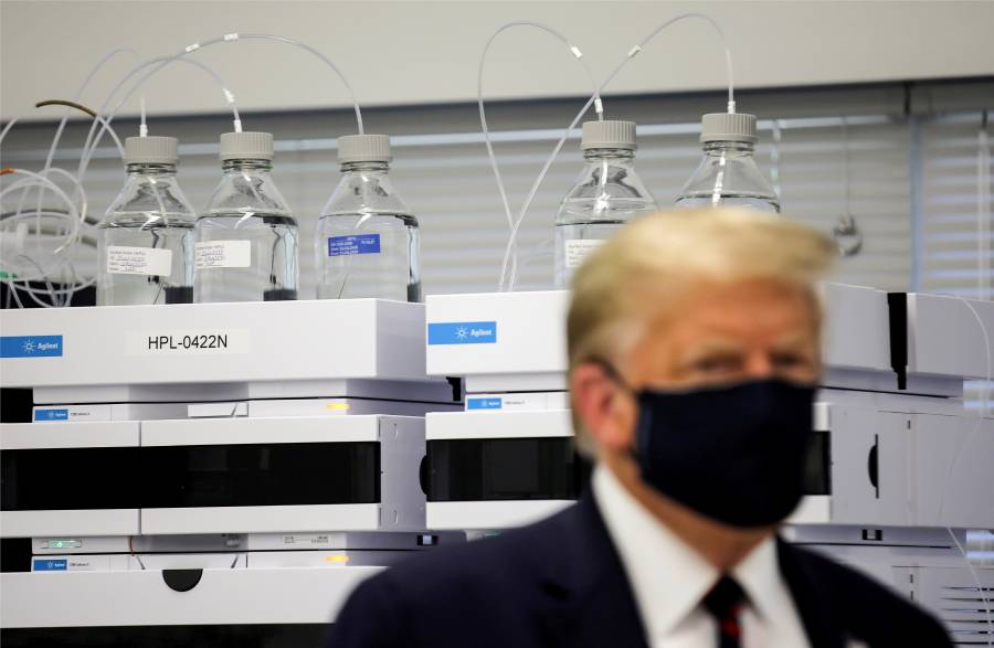 """Twitter y Facebook borran video de  Trump por """"desinformar"""" sobre Covid"""