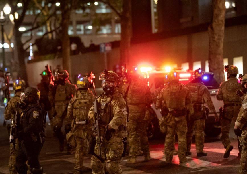 Ordenan retirar policías federales de Portland tras semanas de protestas
