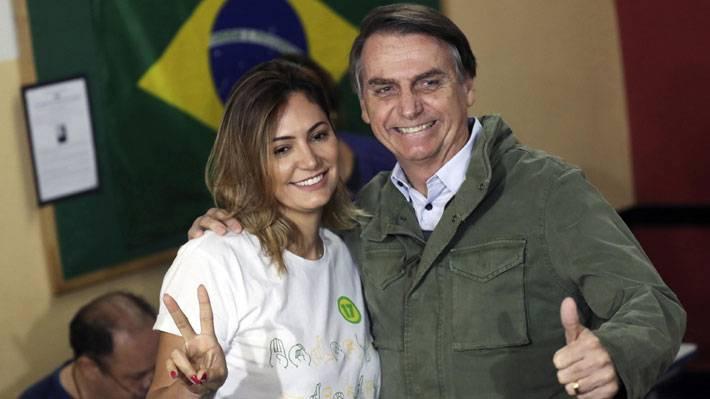 Esposa de Bolsonaro, Michelle de Paula Firmo da positivo a covid-19