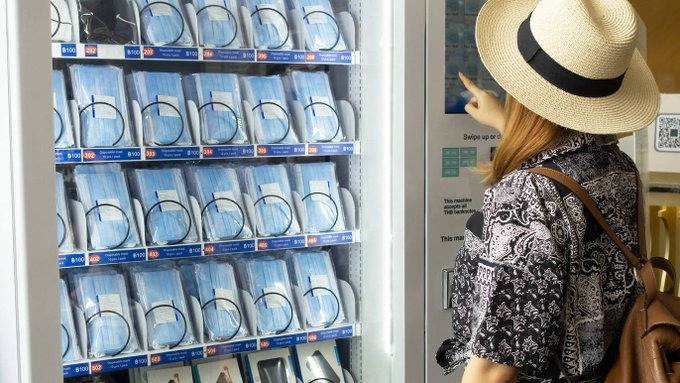 CDMX: Ya hay máquinas expendedoras de cubrebocas