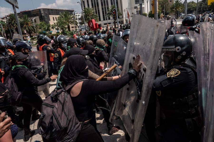 Al menos ocho policías resultaron heridas en marcha feminista