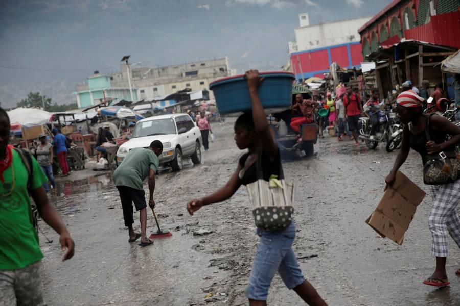 Huracán Isaías toca tierra en Bahamas en su trayecto a Florida