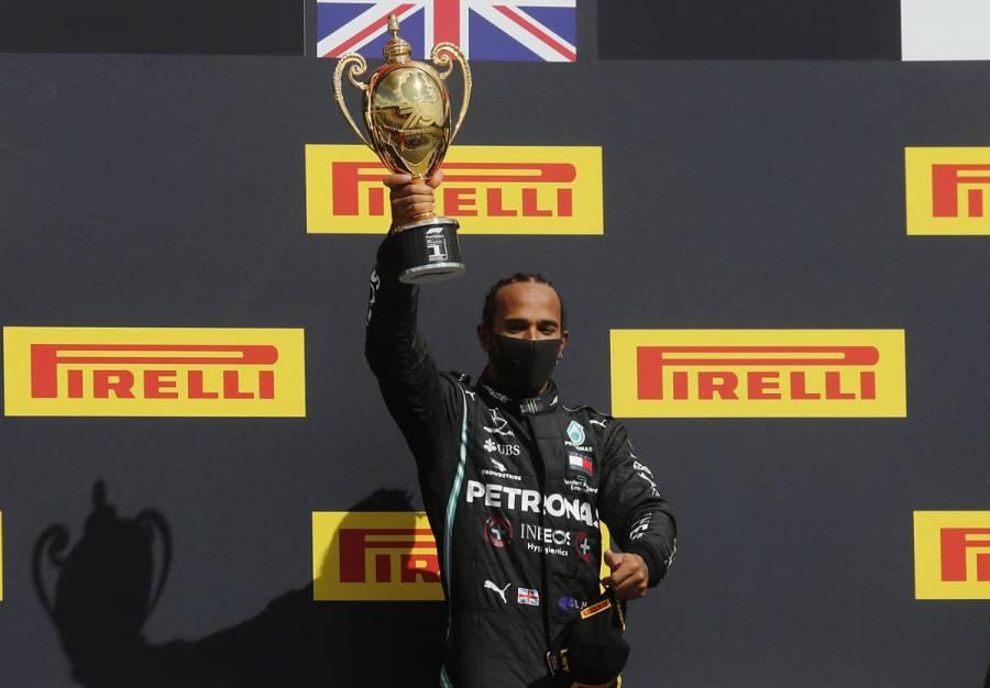Con un neumático ponchado, Hamilton gana el GP de Gran Bretaña