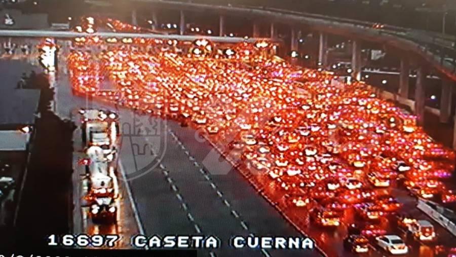 En plena pandemia, viajeros saturan autopista México-Cuernavaca