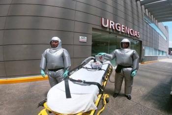 ¡De México para el mundo! Crean traje inflable para combatir al Covid-19