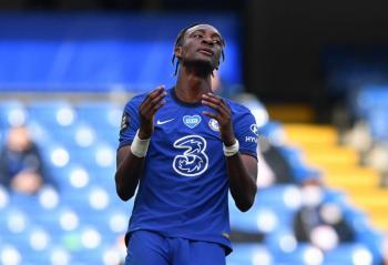 Premier League prohíbe a los jugadores toser contra sus rivales