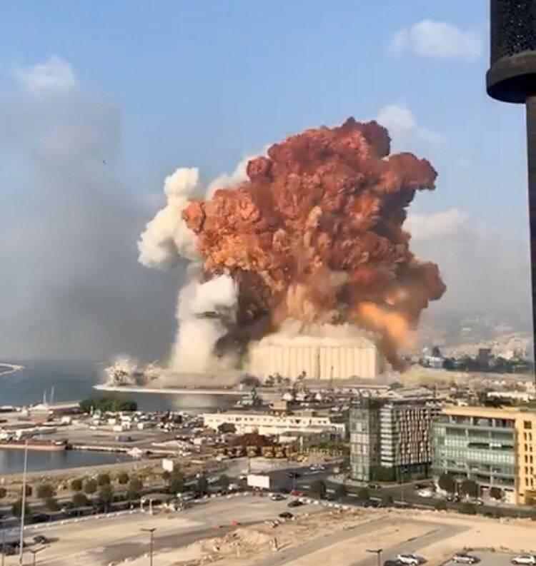 Video: Fuerte explosión en almacén, sacude toda la ciudad de Beirut