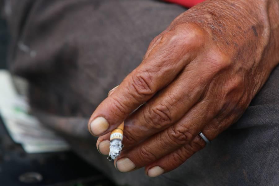 ¿El humo del cigarro transmite Covid-19?
