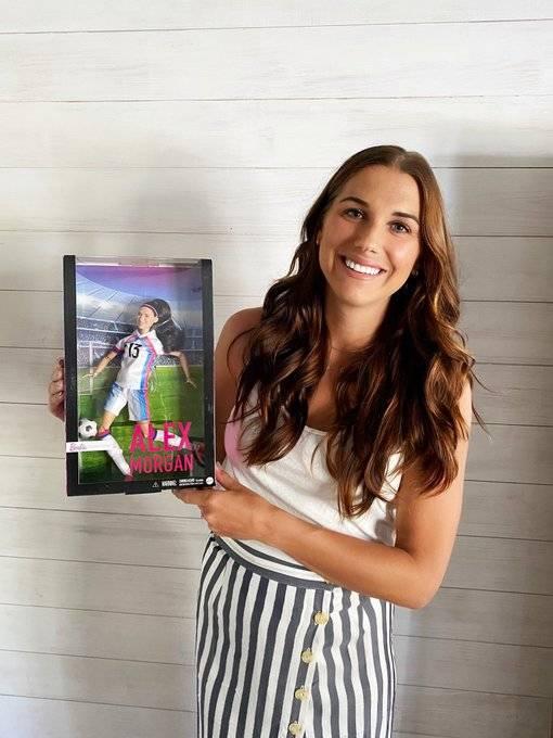 Crean muñeca Barbie inspirada en la futbolista Alex Morgan
