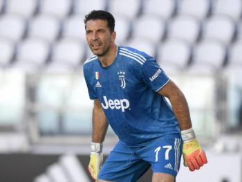 Buffon se despide de Iker Casillas