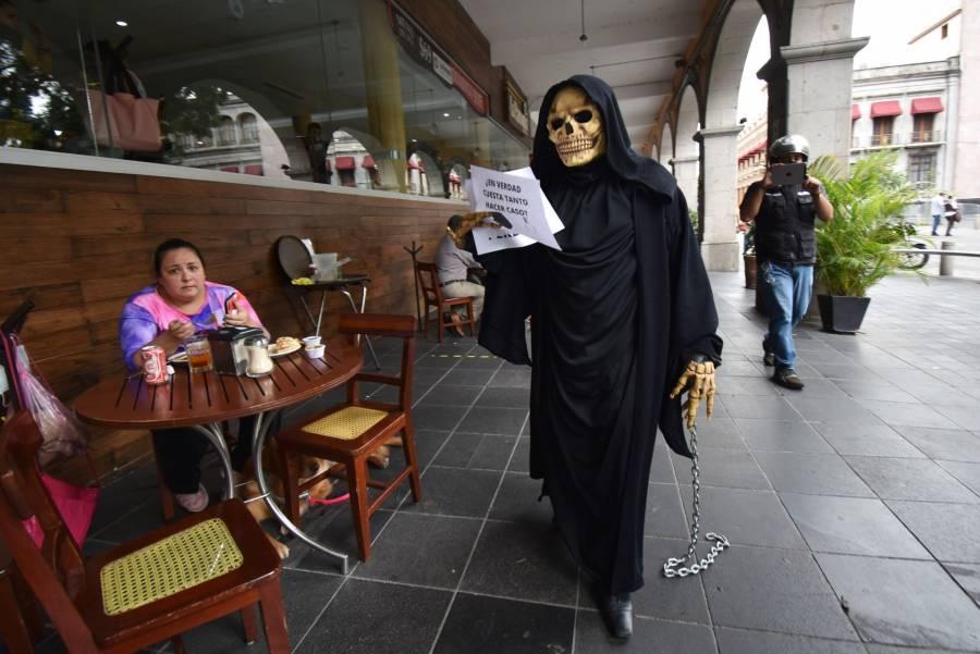 Sin descenso, la curva de  contagios en México: UNAM
