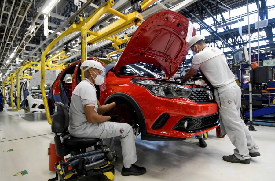 Automotrices recuperan ventas y pierden menos