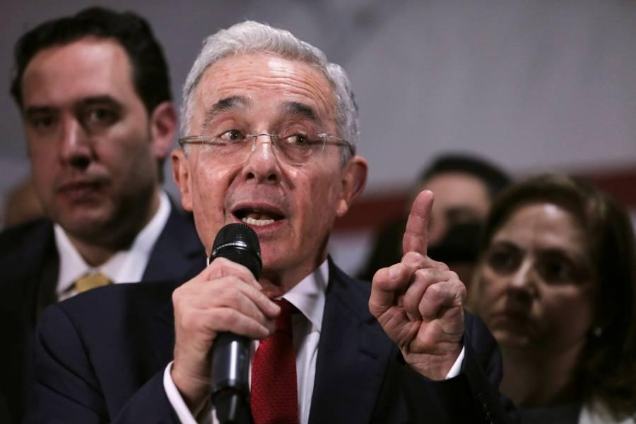 Tras detención, Álvaro Uribe da positivo a Covid-19