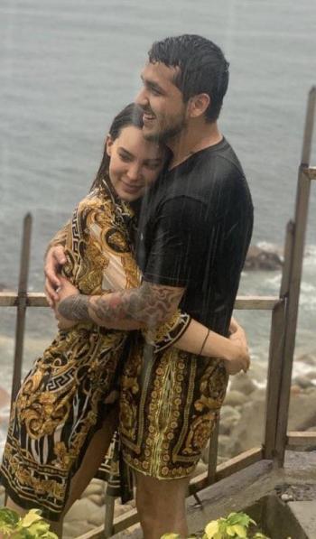 Anuncia la Voz noviazgo entre Belinda y Cristian Nodal