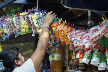 Prohíbe Oaxaca venta de comida chatarra y refrescos a niños