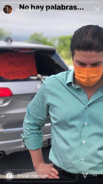 Recibe auto de Samuel García cristalazo tras protestas en Cadereyta