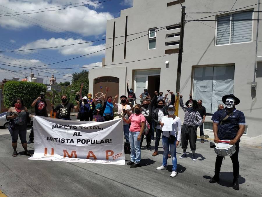 Artistas populares se manifiestan en Texcoco, buscan a Delfina Gómez