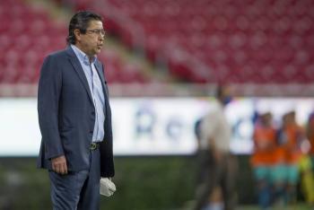 Chivas despide a Luis Fernando Tena