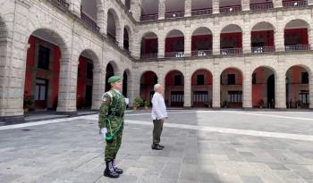 Desde Palacio Nacional, AMLO rinde homenaje a fallecidos por Covid-19