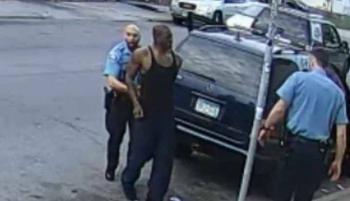 Juez ordena liberar videos del asesinato de George Floyd