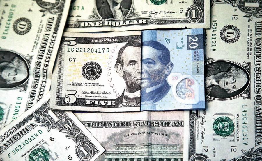 Peso inicia la semana con leve caída; cotiza en 22.37 por dólar