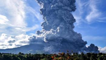 Video: Erupción de monte Sinabung lanza ceniza de más de 4 km