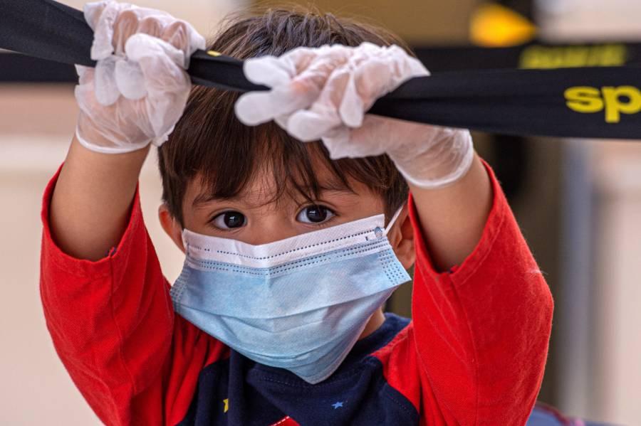 Más de 97 mil menores infectados con Covid en EU en dos semanas
