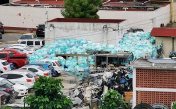 Bolsas de desechos se acumulan en Centro Médico del IMSS en Veracruz