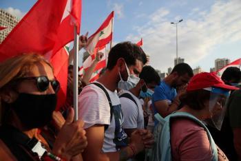 Libaneses piden la caída del presidente tras la explosión en Beirut