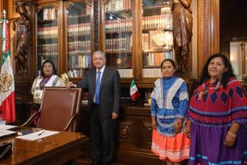 AMLO se reúne con candidatas indígenas al Conapred
