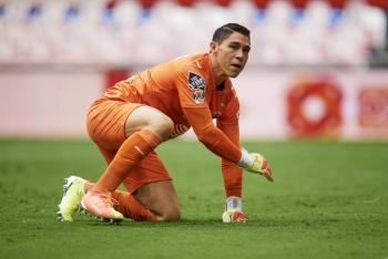Descartan a Hugo González ante Pumas por Covid-19