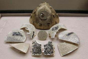 Coleccionista pagará 1.5 mdd por la mascarilla más cara del mundo