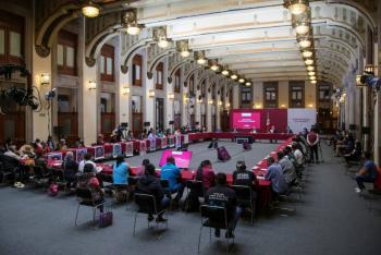 En Palacio Nacional se reúne AMLO con padres de normalistas de Ayotzinapa