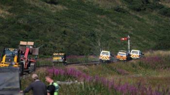 Tres muertos por descarrilamiento de tren en Escocia