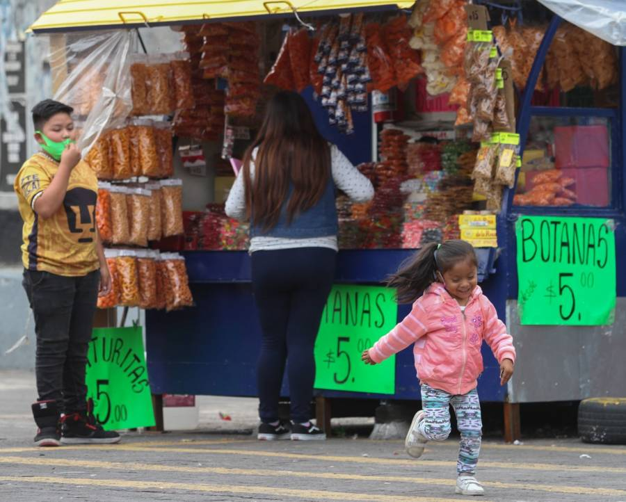Buscan con iniciativa prohibir venta de comida chatarra a menores en todo México