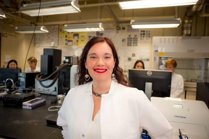Profesora mexicana recibe Premio Presidencial a la Excelencia de la Casa Blanca