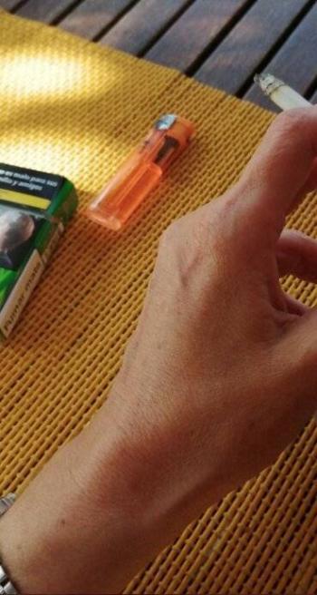 Galicia prohíbe fumar en las  calles para evitar contagios