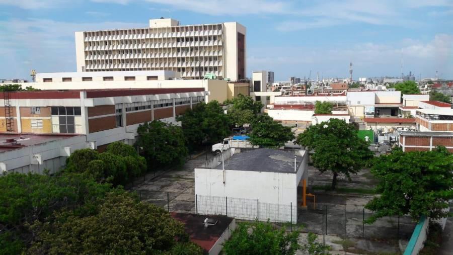 Tras llamado de atención retiran basura acumulada en el hospital de Veracruz