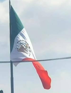 En el asta de San Jerónimo pusieron de cabeza a la Bandera