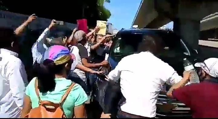 Video: Acapulqueños exigen a AMLO la renuncia de la alcaldesa