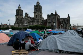 Salud monitorea a manifestantes en el Zócalo