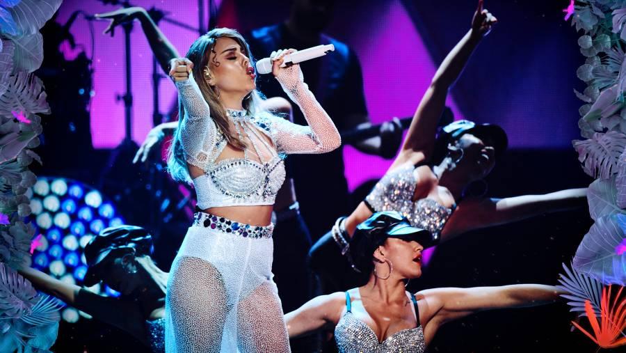 Video: Danna Paola homenajea a Selena Quintanilla en Premios Juventud