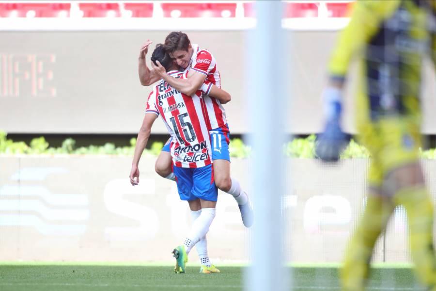 Chivas se impone al Atletico San Luis en su primer partido con Manuel Vucetich