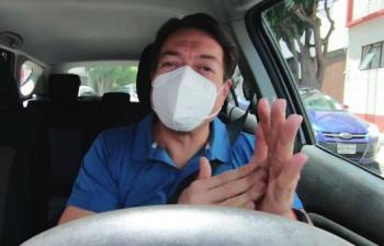 Mario Delgado se hace pasar por taxista para conocer la opinión de los ciudadanos