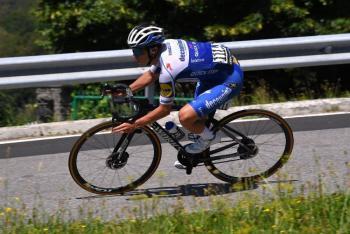 Ciclista Remco Evenepoel cae al vacío durante Giro de Lombardía [Video]