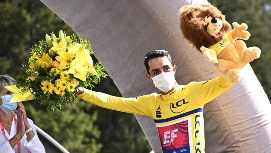 Colombiano Martínez gana Critérium Dauphiné tras retiro de Roglic